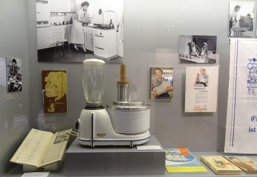 milchkanne aus den 60ern altbrot als brennstoff und m lltaucher gabriela freitag ziegler. Black Bedroom Furniture Sets. Home Design Ideas