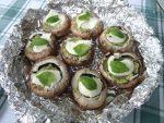 Champignons mit Kichererbsen-Pestofüllung zum Grillen