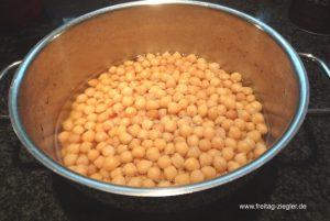Kichererbsen schon beim Kochen salzen
