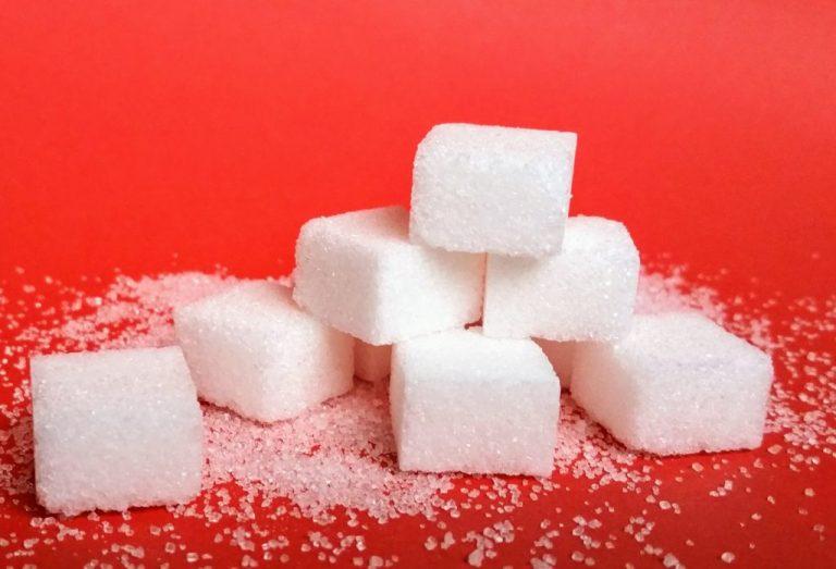 Zucker und Zuckerwürfel