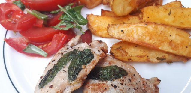 Saltimbocca, Country Fries, Tomatensalat