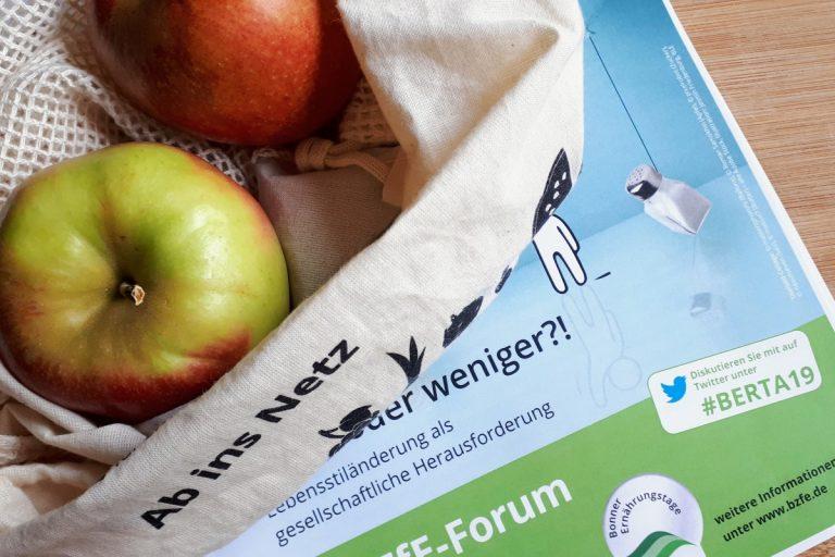3. BZfE-Forum Obstbeutel mit Äpfeln