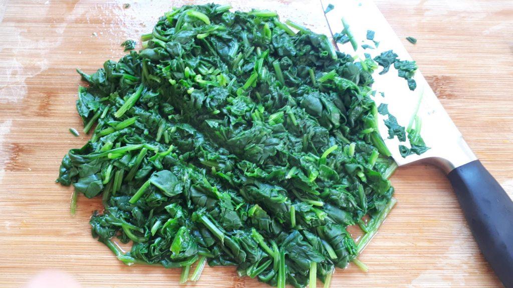 Blanchierter und gehackter Spinat