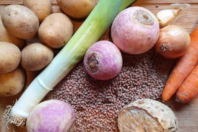 Gemüse für vegane Linsensuppe