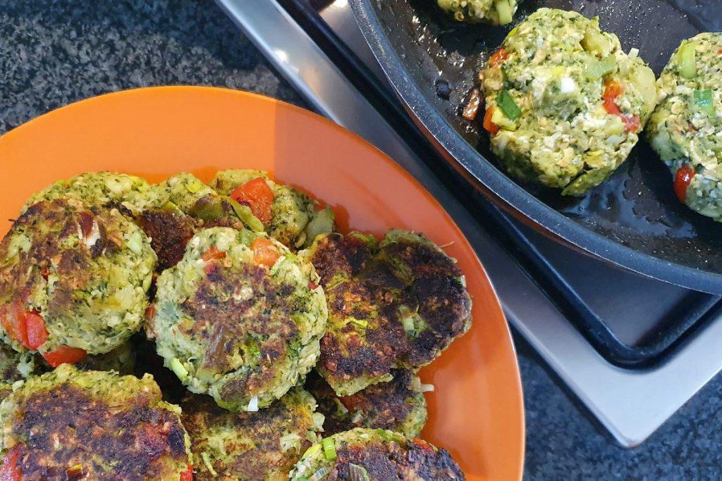 Vegetarische Bratlinge aus gerettetem Brokkoli